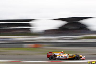 Nelsinho superou Alonso no duelo particular da Renault